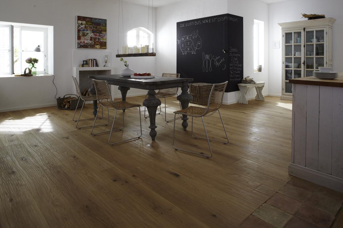 woodart. Black Bedroom Furniture Sets. Home Design Ideas